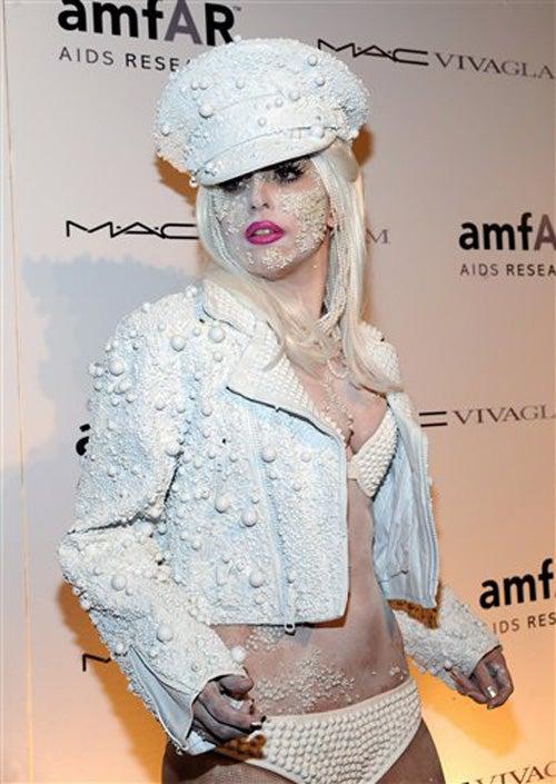 Lady Gaga Chooses Celibacy; RPatz Doesn't Really Hate Vaginas