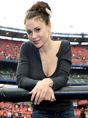 Sorry Boys ... Alyssa Milano Is Engaged