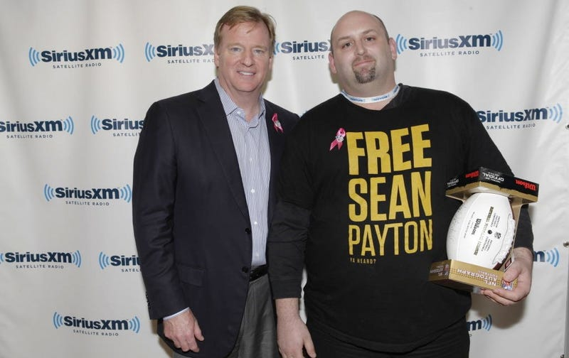 "American Hero Poses With Roger Goodell While Wearing ""Free Sean Payton"" Shirt"