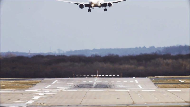 The Ten Scariest Aircraft Landings Caught On Video