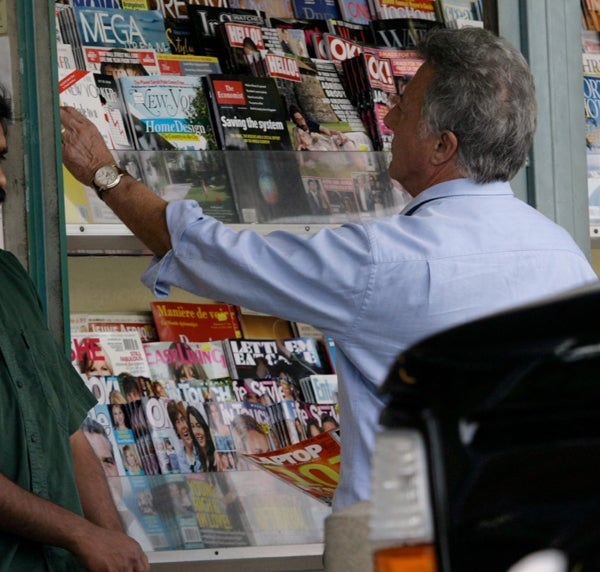 Dustin Hoffman Feigns Interest In 'The New Yorker,' But Reaching For The Latest 'OK!'