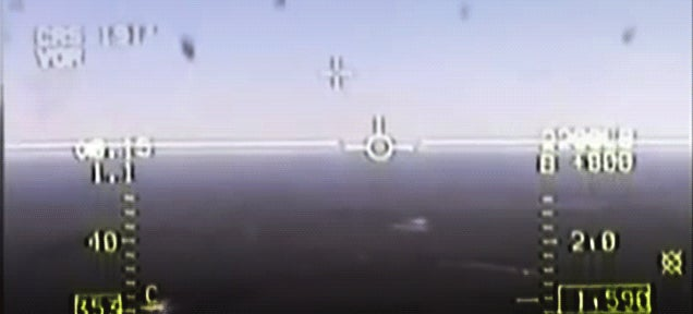 Watch these aircraft avoiding a catastrophe at the very last second