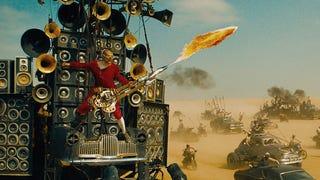 La desquiciada historia del hombre de la guitarra-lanzallamas de <i>Mad Max</i>