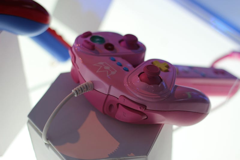 ​The New Wii U GameCube Controllers Are Super Hot