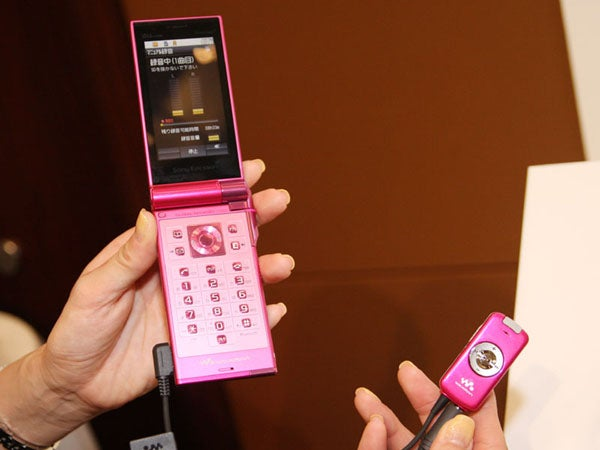 Sony Ericsson's Premier 3 Walkman Phone Rips Directly From CDs via 3.5mm Jack