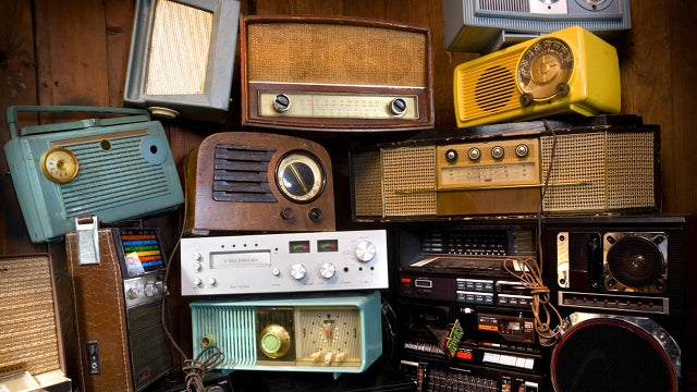 Antique Radio Hoarder Throws Shade at Wife in Sassy eBay Listing