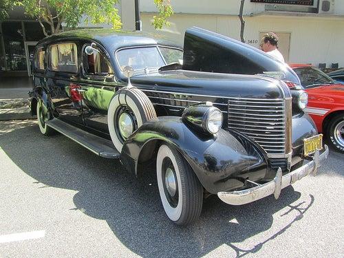 Sorry this '36 Pontiac hearse pic isn't teh hueg