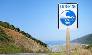 7.4 Quake Triggers Alaskan Tsunami Warning