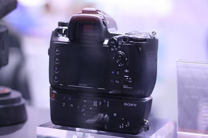 Sony's 25-Megapixel Full-Frame Sensor Lands in Massive Sony DSLR