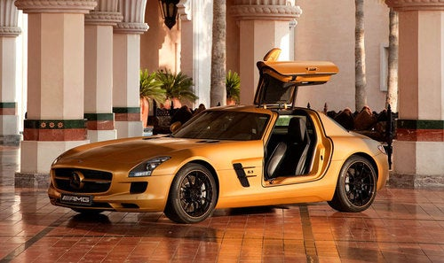 Mercedes Brings Gold SLS AMG To Dubai, Wants Oil Money