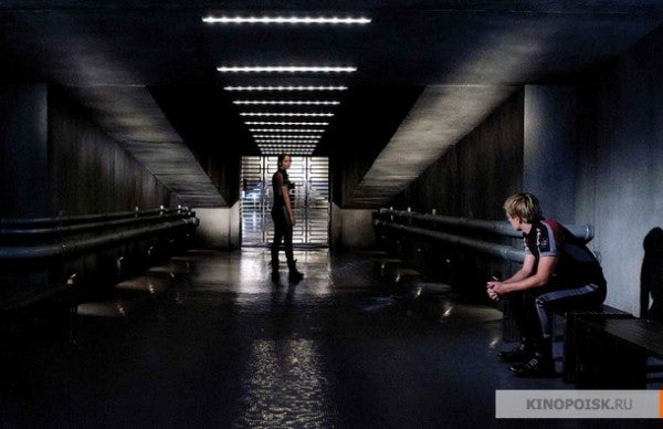 Massive batch of Hunger Games stills show off the Capitol, the Hob, and Peeta's camouflage!