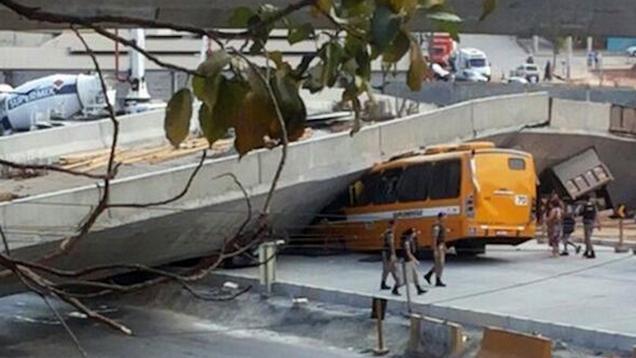 Al menos 2 Killed Después del paso superior colapsa durante la Copa del Mundo en Brasil