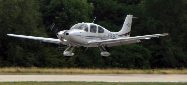 Cirrus SR22 Landing