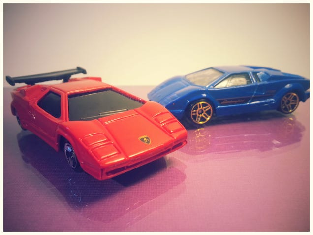 lamborghini countach hot wheels vs maisto diecast review. Black Bedroom Furniture Sets. Home Design Ideas