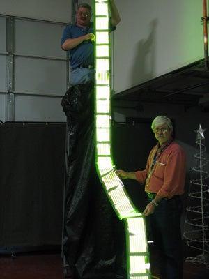 GE Unrolls 15-Foot Flexible OLED Christmas Tree Scroll