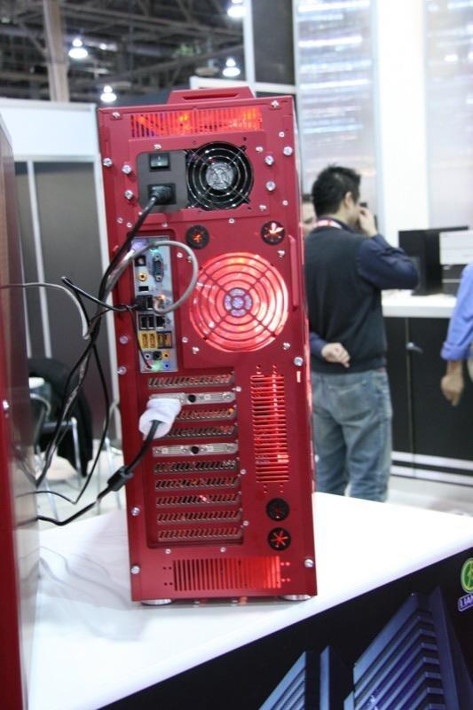 Lian Li Cranks Out Super Hot Armorsuit PC Case