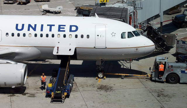 United Airlines 'Lost' an Unaccompanied Little Girl, Refused to Help Parents Find Her