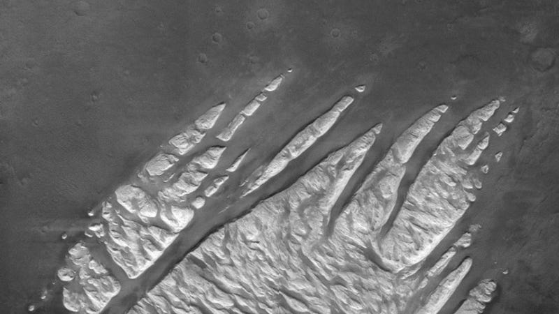 Behold the terrifying claws of Mars