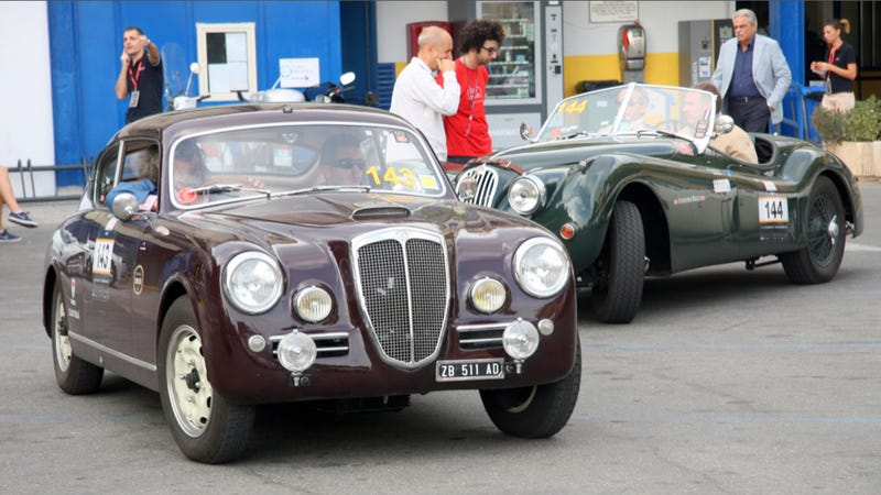 This Is What Happens When You Try To Randomly Join A Classic Car Race