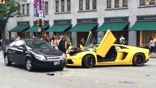 Hot Cobalt-On-Aventador-Action Snarls Traffic In Vancouver