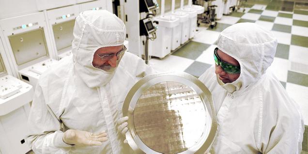 IBM logra fabricar el primer procesador funcional de solo 7 nanómetros