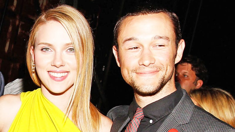 Scarlett Johansson and Joseph Gordon-Levitt Spotted Kissing