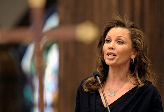 Vanessa Williams Sings a Goodbye