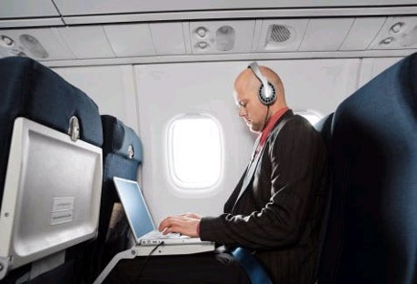 US Airliners to Get Wi-Fi Action by Next Year