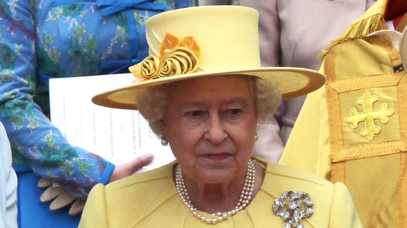 Does Queen Elizabeth Keep a Jacked-Up Spitting Cup in Her Purse?