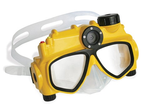World's First Digital Camera Swim Mask Saves Underwater Pool Memories For Later
