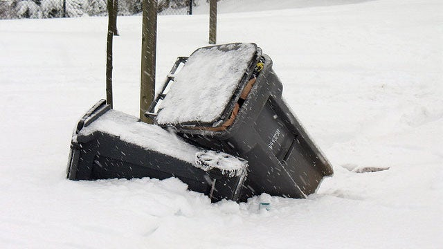 Keep a Trash Can in Your Car for Snow Emergencies (and Trash)