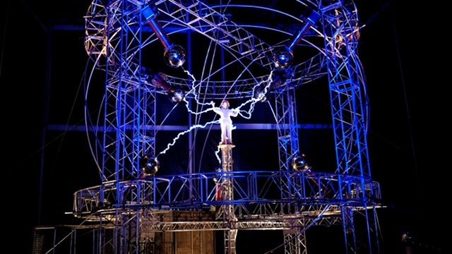 OK, Sadists, You Can Now Watch David Blaine Getting Electrocuted Live