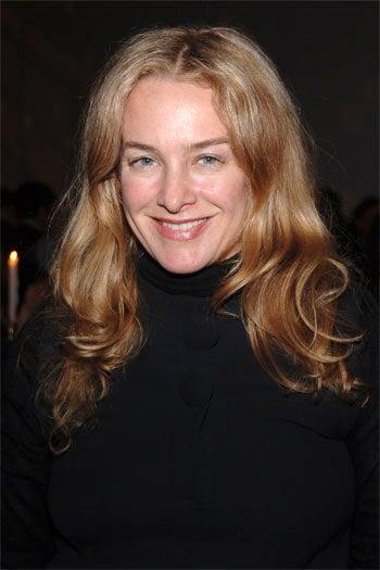'Elle' Fashion Editor Anne Slowey Chews Food, Swallows
