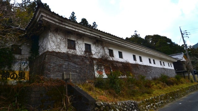 There are few things creepier than an abandoned Japanese sex museum (NSFW)