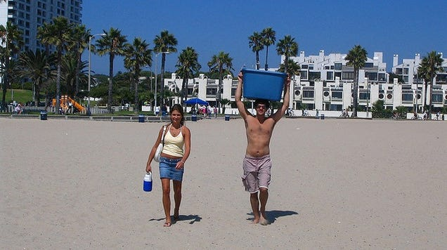Bury Your Cooler in the Sand to Keep Food and Drinks Cool at the Beach
