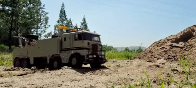 You've Never Seen An 8x8 Off-Road Tow Truck So... Relaxing