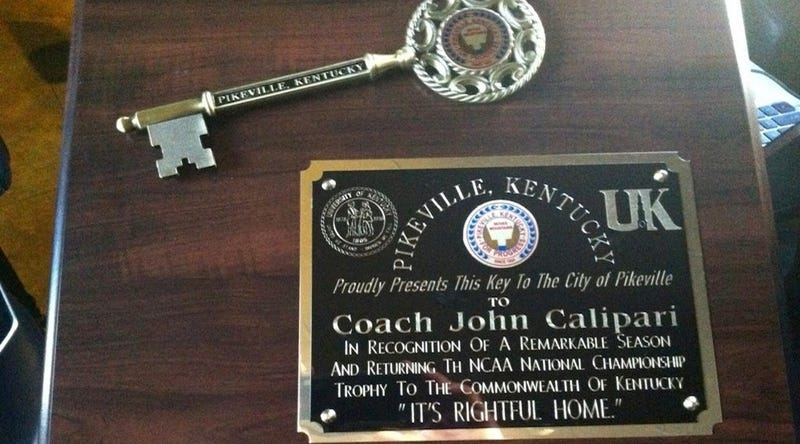 "John Calipari Received The Key To The City, And The Plaque Has Typos In The Words ""The"" And ""Its"""