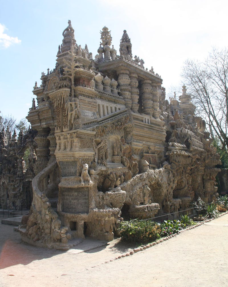 10 incredible diy castles built by a single person for Build a castle home