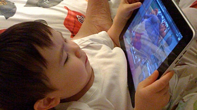 Screen Reading Before Bed Still Bad for Sleep, and We All Still Do It