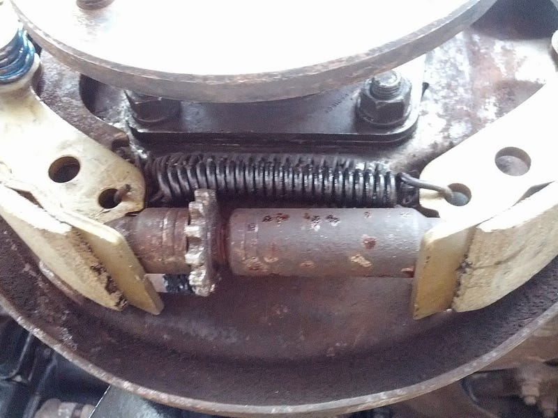 Having an issue with one of the Corvair's brakes