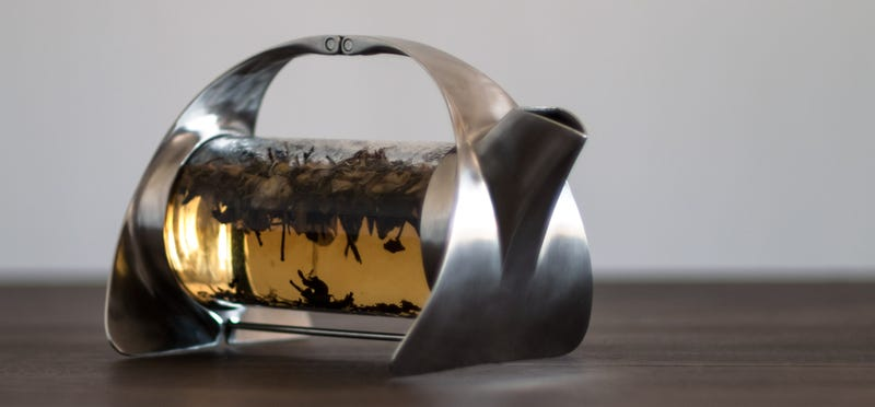 This Gorgeous Teapot Lets You Watch Your Tea Leaves Brew