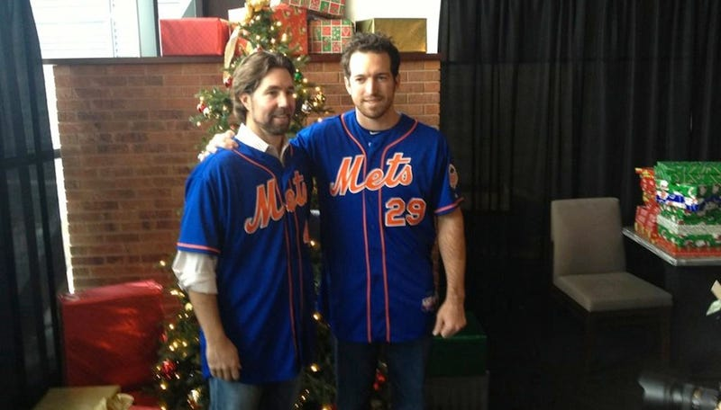 The Mets Are Lowballing R.A. Dickey While He Works Their Christmas Party
