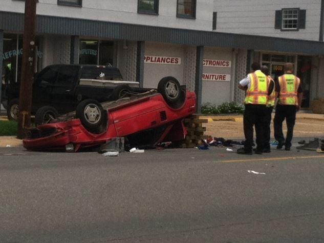 Car crash victim robbed while stuck in car.