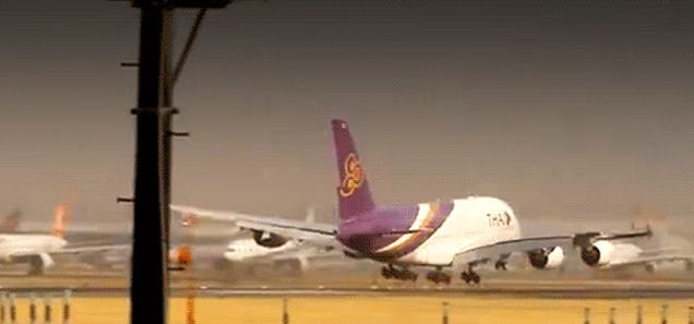 This Airbus A380 landing looked like it was about to crash