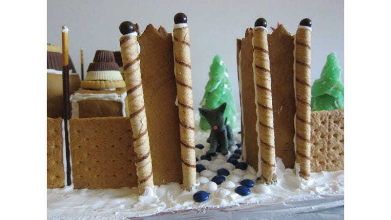Woman Makes a Gingerbread Winterfell, Sadly Leaves Out Edible Jon Snow