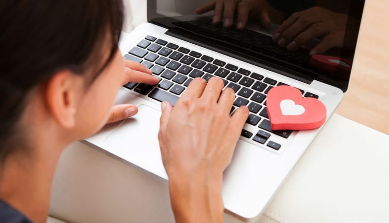 Man Poses as Woman on Online Dating Site; Barely Lasts Two Hours