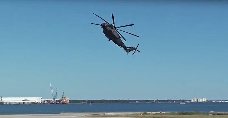 MH-53E Sea Dragon Ejecutando una parada rápida 1465607063257355080