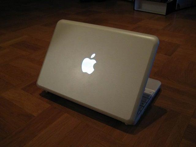 MSI Wind Modded Into a 'MacBook Mini' Using LEDs, Tin Foil