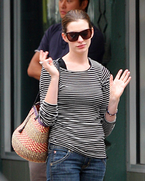 "Anne Hathaway ""Surrenders"" Jewelry To FBI"