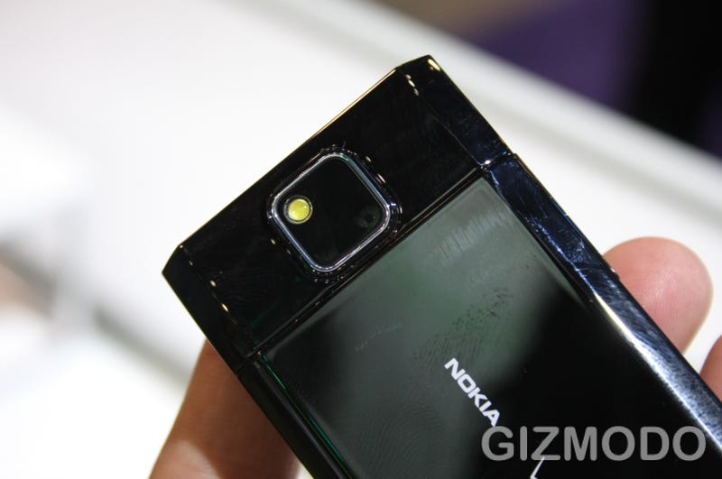 Pink Nokia 7205 Intrigue Threatens the Masculinity of Bros Worldwide